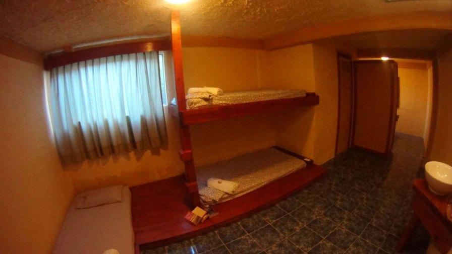 Habitacion Matrimonial + 3 camas individual 2 a 5 personas con Aire Acondicionado