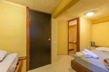 Habitación Matrimonial + 3 camas individual 2 a 5 personas con Aire Acondicionado