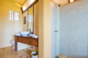 Habitacion Estandar Matrimonial + 3 camas individual con